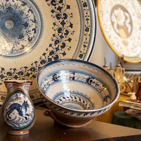 http://www.villalasciolta.it/wp-content/uploads/2016/02/ceramica-1.jpg