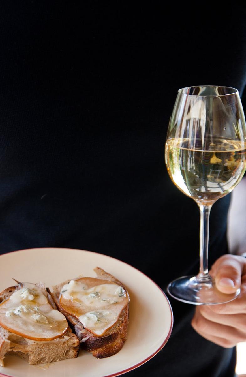 http://www.villalasciolta.it/wp-content/uploads/2016/02/wine-tasting-1.jpg