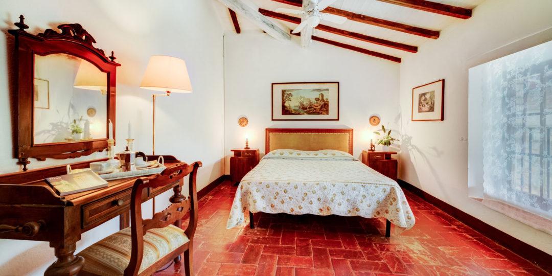 http://www.villalasciolta.it/wp-content/uploads/2016/04/la-sciolta-historic-villa-gambassi-terme-florence-tuscany13-1080x540.jpg