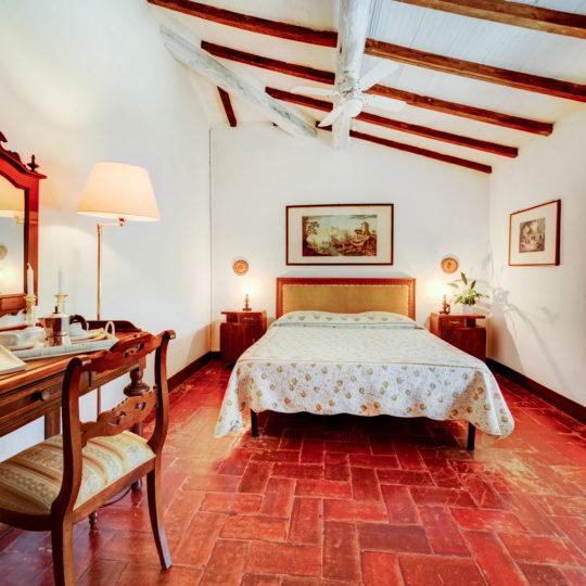 http://www.villalasciolta.it/wp-content/uploads/2016/04/la-sciolta-historic-villa-gambassi-terme-florence-tuscany13-540x540.jpg