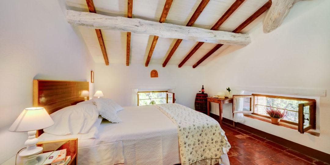 http://www.villalasciolta.it/wp-content/uploads/2016/04/la-sciolta-historic-villa-gambassi-terme-florence-tuscany16-1080x540.jpg