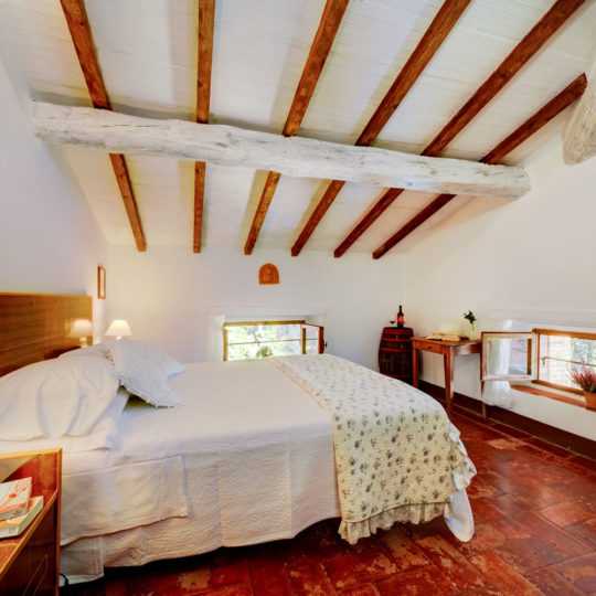 http://www.villalasciolta.it/wp-content/uploads/2016/04/la-sciolta-historic-villa-gambassi-terme-florence-tuscany16-540x540.jpg