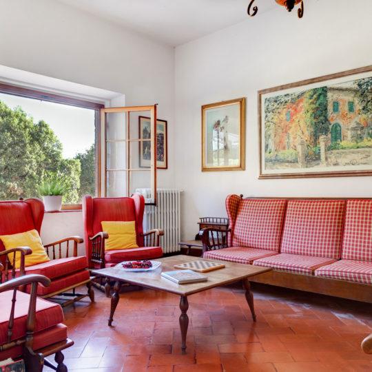 http://www.villalasciolta.it/wp-content/uploads/2016/04/la-sciolta-historic-villa-gambassi-terme-florence-tuscany19-540x540.jpg