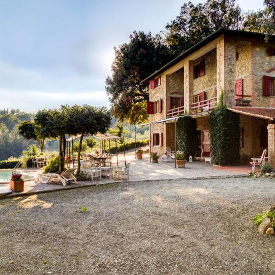 http://www.villalasciolta.it/wp-content/uploads/2016/04/la-sciolta-historic-villa-gambassi-terme-florence-tuscany22-540x540.jpg