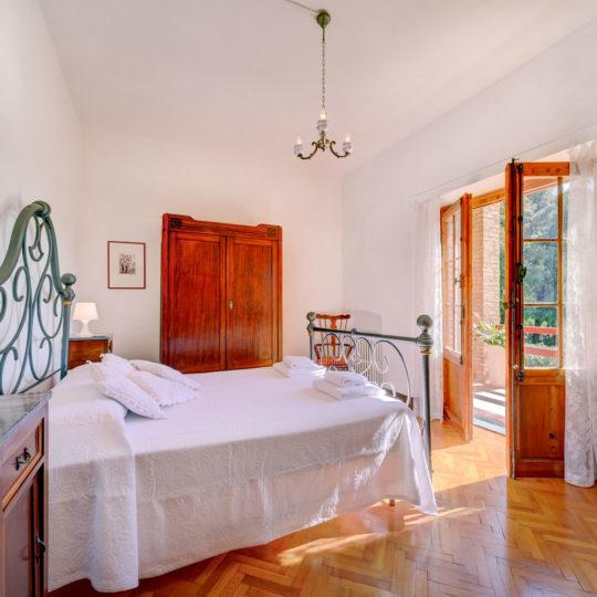 http://www.villalasciolta.it/wp-content/uploads/2016/04/la-sciolta-historic-villa-gambassi-terme-florence-tuscany4-540x540.jpg