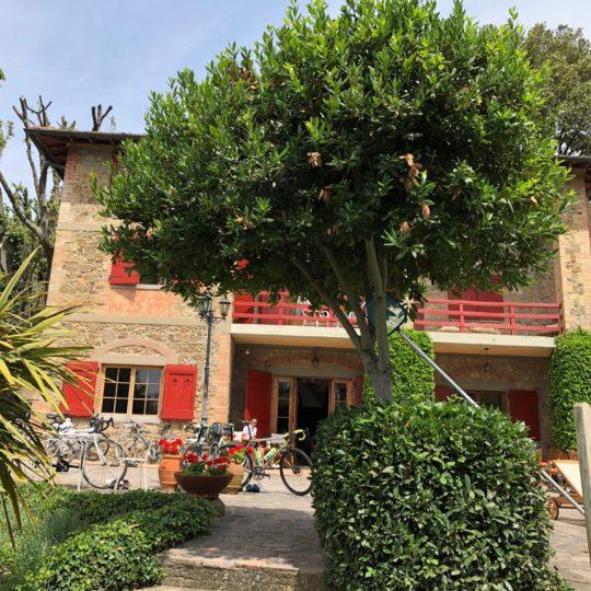 http://www.villalasciolta.it/wp-content/uploads/2016/04/villa-la-sciolta-gambassi11-540x540.jpg