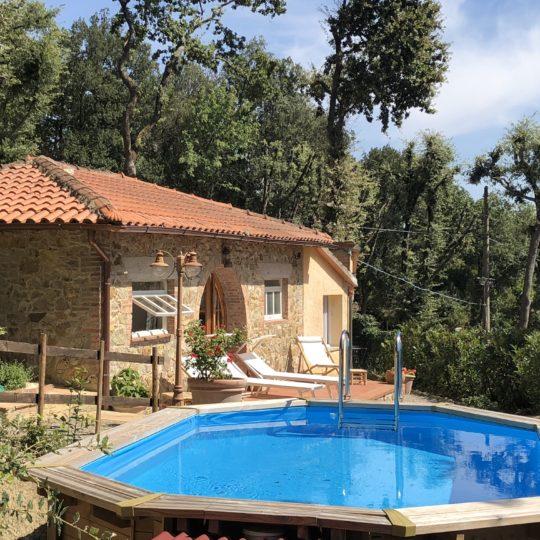 http://www.villalasciolta.it/wp-content/uploads/2016/12/cottage-villa-la-sciolta-gambassi3-540x540.jpg