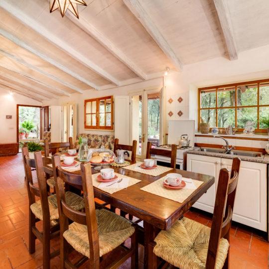 http://www.villalasciolta.it/wp-content/uploads/2016/12/la-sciolta-historic-villa-cottage-querce-gambassi-terme-florence-tuscany11-540x540.jpg