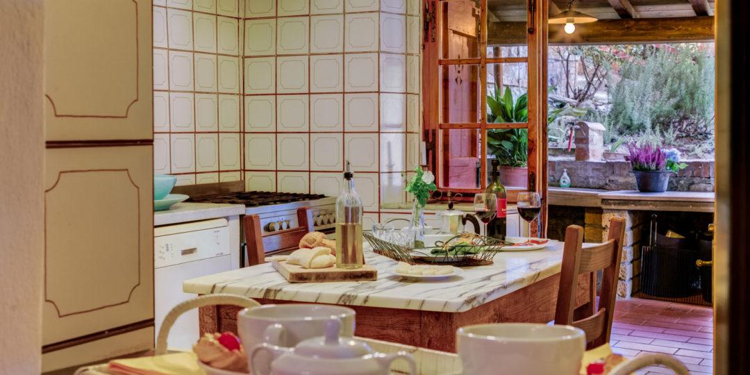 http://www.villalasciolta.it/wp-content/uploads/2016/12/la-sciolta-historic-villa-cottage-querce-gambassi-terme-florence-tuscany3-1080x540.jpg