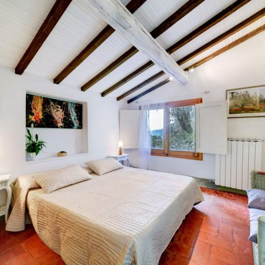 http://www.villalasciolta.it/wp-content/uploads/2016/12/la-sciolta-historic-villa-cottage-querce-gambassi-terme-florence-tuscany6-540x540.jpg