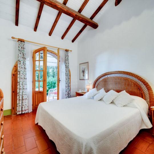 http://www.villalasciolta.it/wp-content/uploads/2016/12/la-sciolta-historic-villa-cottage-querce-gambassi-terme-florence-tuscany8-540x540.jpg