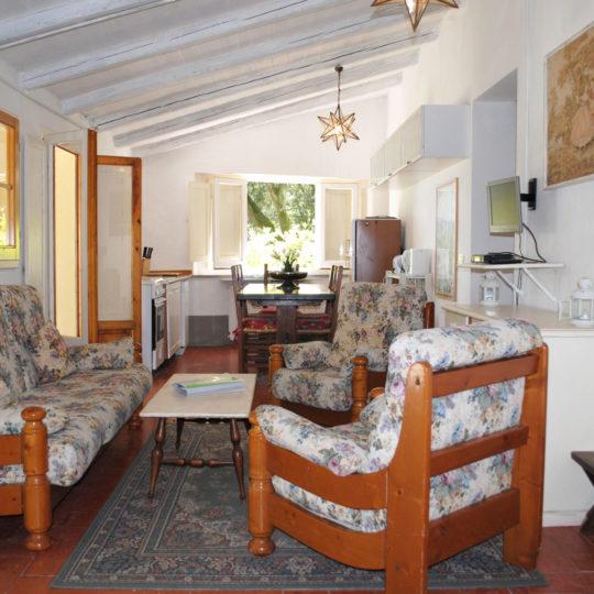 http://www.villalasciolta.it/wp-content/uploads/2016/12/tre-cottage-la-sciolta-gambassi-540x540.jpg