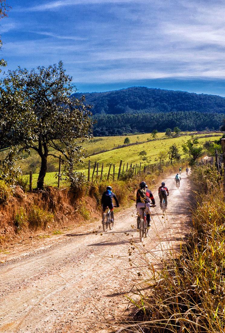 https://www.villalasciolta.it/wp-content/uploads/2016/02/cicloturismo-toscana-1.jpg