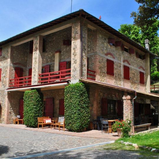 https://www.villalasciolta.it/wp-content/uploads/2016/02/villa-la-sciolta-tuscany2-540x540.jpg