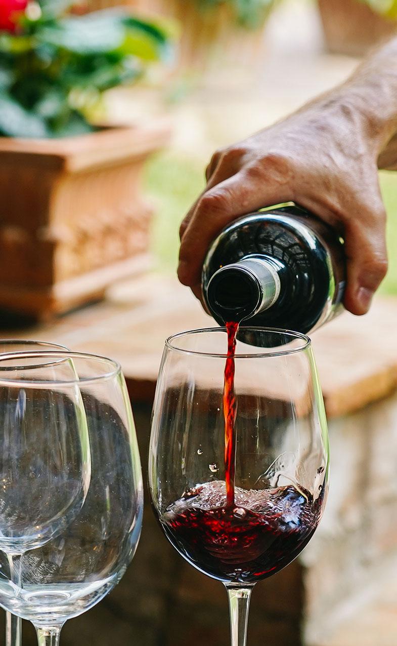 https://www.villalasciolta.it/wp-content/uploads/2016/02/wine-tasting-1-1.jpg