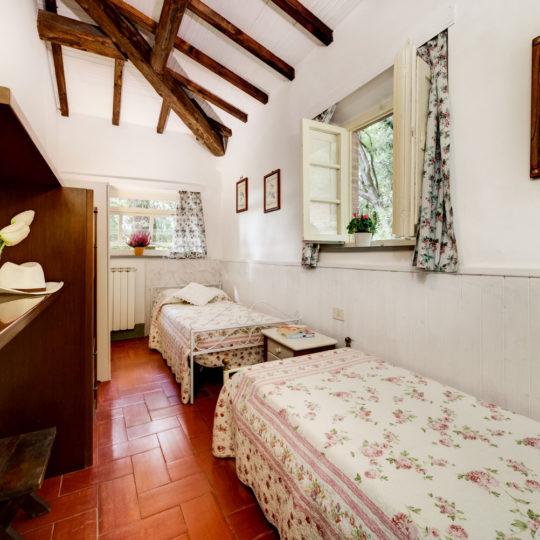 https://www.villalasciolta.it/wp-content/uploads/2016/12/la-sciolta-historic-villa-cottage-querce-gambassi-terme-florence-tuscany10-540x540.jpg