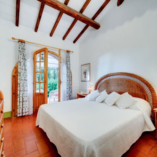 https://www.villalasciolta.it/wp-content/uploads/2016/12/la-sciolta-historic-villa-cottage-querce-gambassi-terme-florence-tuscany8-540x540.jpg