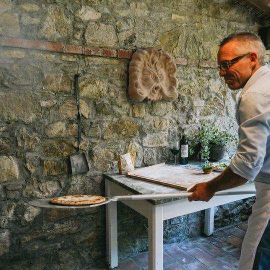 https://www.villalasciolta.it/wp-content/uploads/2019/12/villa-la-sciolta-gambassi-pizza3-540x540.jpg